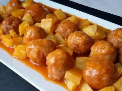 Cómo preparar albóndigas caseras de carne y trucos para congelarlas. Albóndigas con tomate