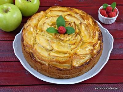 Bizcocho rústico de manzana