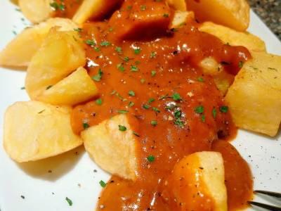 Patatas bravas: receta sin tomate